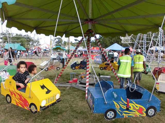 フィジーのブラ・フェスティバルで高速回転する観覧車に乗ってみた