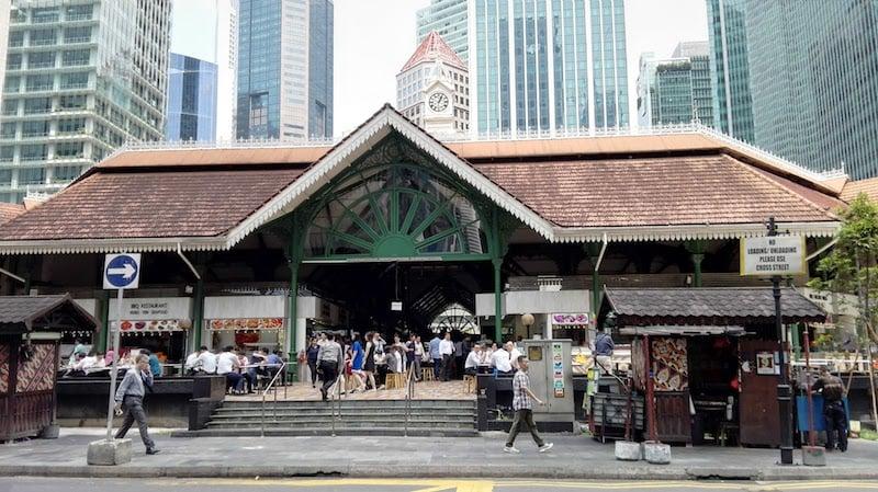 シンガポールのフードコートで大活躍する必須アイテムはポケットティッシュ!